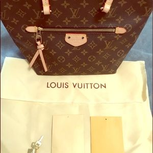 Louis Vuitton Lena MM handbag purse